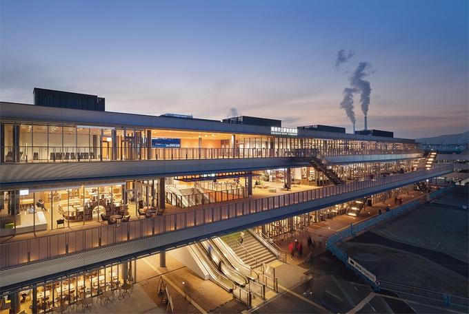 山口県周南市立徳山駅前図書館に弊社、マルキルックスオーニングが採用されました。